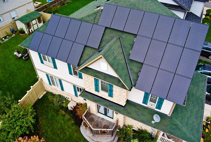 House_with_solar_panels