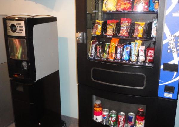 Java-bre-concept-beside-compact-refreshment-center